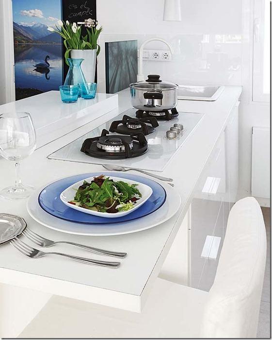 ēdamgalds virtuvē