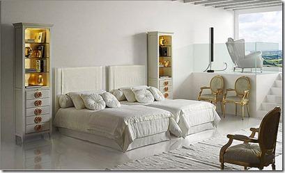 apzeltītas mēbeles guļamistabā