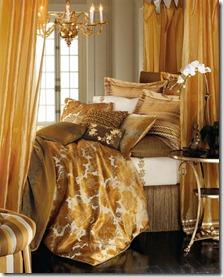 guļamistaba zeltainos toņos