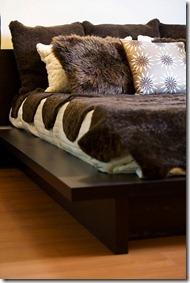 dekoratīvie spilveni gultai