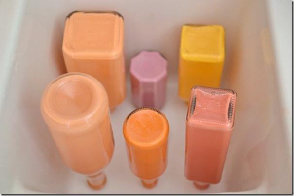krāsotas stikla pudeles