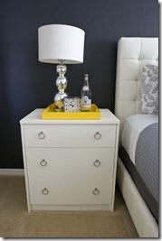 dzeltens interjers guļamistabai