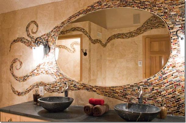 mozaīkas vannas istabā ap spoguli