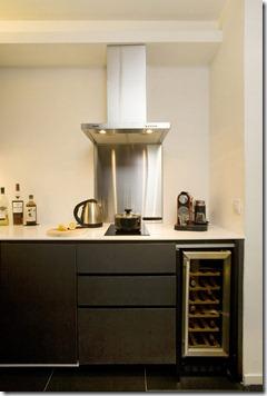 vīna ledusskapis virtuvē